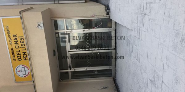 İstanbul - Basakşehir Özel Çınar Fen Lisesi'nin Kapı Önü Baskı Beton Uygulaması Tamamlanmış Hali