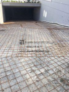 Otoparkın baskı beton temeli atılıyor