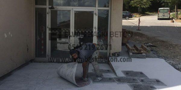 Lise Kapı Önü Baskı Betonu Yapılıyor